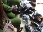 """Thị trường - Tiêu dùng - """"Sờ gáy"""" hàng loạt cửa hàng bán quân trang tại Hà Nội"""