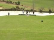 Thể thao - Siêu kỷ lục chơi bowling trên sân golf