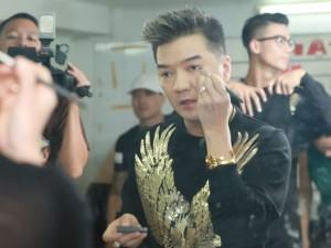 Ca nhạc - MTV - Mr. Đàm tự làm đẹp cho chính mình trong liveshow