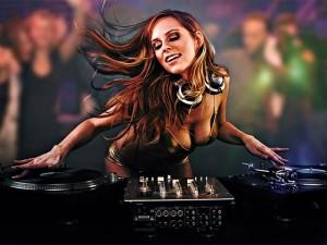 Video Clip Cười - Video clip: Tụt cảm xúc khi xem DJ biểu diễn