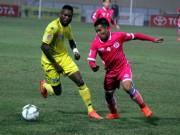 """Bóng đá - """"So găng"""" derby Hà Nội, Thanh Hào nhập viện khẩn cấp"""