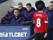 """Bóng đá Ngoại hạng Anh - Góc chiến thuật: MU - Van Gaal """"hiện nguyên hình"""""""