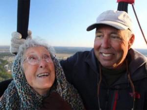 Tình yêu - Giới tính - Cụ bà từ chối điều trị ung thư để đi du lịch khắp nơi