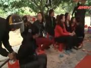 """Video An ninh - Cảnh sát đi tàu hỏa """"đổ quân"""" phá sới bạc ở Quảng Ninh"""