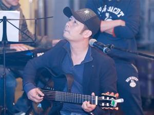 Ca nhạc - MTV - Bằng Kiều say sưa ôm đàn tập hát