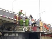 """Video An ninh - Clip hiện trường tàu thủy đâm """"toác"""" cầu ở Hải Dương"""