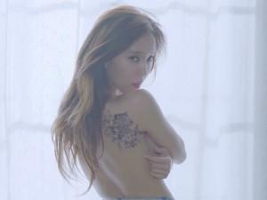 """Người đẹp T-ara nóng  """" bỏng """"  mắt vì liên tục cởi đồ"""