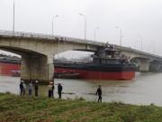 Tin tức trong ngày - Tàu nghìn tấn đâm hỏng cầu An Thái do chạy sai luồng