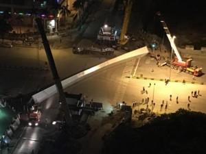 Tin tức Việt Nam - Nguyên nhân khiến dầm thép 140 tấn rơi xuống đường