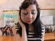 Bạn trẻ - Cuộc sống - Cô bé dị tật trở thành vlogger trang điểm nổi tiếng
