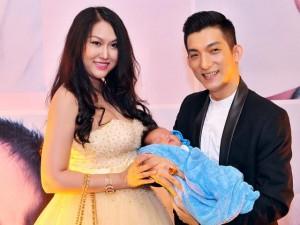 Phi Thanh Vân lần đầu khoe con trai