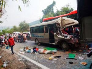 Tin tức Việt Nam - Xe khách nát đầu trên đèo Bảo Lộc, nhiều người thương vong