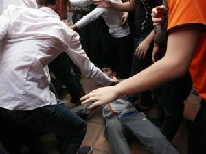 """Tin tức trong ngày - """"Choảng"""" nhau đổ máu trong lễ hội giằng bông ở Hà Nội"""