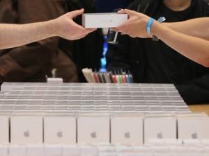 Dế sắp ra lò - Doanh số iPhone trong quý này sẽ giảm mạnh so với dự kiến