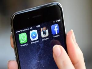 """Công nghệ thông tin - Apple và FBI """"kình"""" nhau, Facebook tăng cường bảo mật"""
