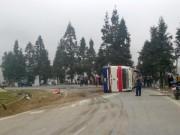Tin tức trong ngày - Lật xe khách từ Sa Pa về, 5 người thương vong