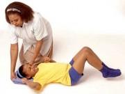 Sức khỏe đời sống - Cách sơ cứu người bị co giật, động kinh