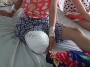 Tin tức Việt Nam - Vụ thiếu nữ bị cưa chân: Đình chỉ thêm 3 cán bộ