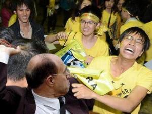 """Những hình ảnh """"cười ra nước mắt"""" khi T-ara ở Việt Nam"""