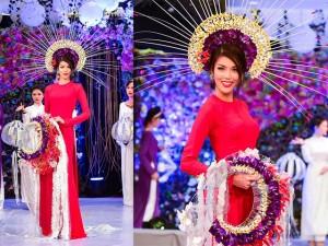 Thời trang - Lan Khuê diện áo dài kết hoa tươi duyên dáng
