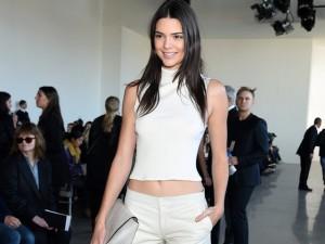 """Thời trang - Kendall Jenner: """"Tôi từng không biết trang điểm!"""""""