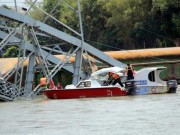 Tin tức trong ngày - Sập cầu Ghềnh: Ai ngăn đoàn tàu không lao xuống sông?