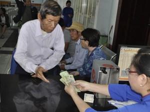 Tin tức trong ngày - Cầu Ghềnh sập, hành khách lũ lượt trả vé ở ga Sài Gòn