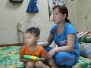 Tin tức trong ngày - CA truy tìm 2 thanh niên giật con từ tay mẹ giữa phố