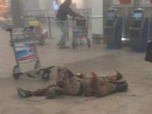Thế giới - Ảnh: Hiện trường đẫm máu vụ khủng bố liên hoàn ở Bỉ