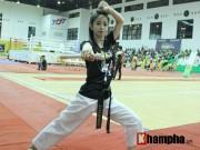 Thể thao - Người đẹp làng võ Việt múa côn nhị khúc như làm xiếc