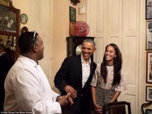 Tiểu thư nhà Obama trổ tài phiên dịch cho bố ở Cuba
