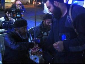 """Thế giới - IS phát kẹo """"mừng"""" vụ khủng bố liên hoàn Bỉ"""