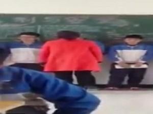 Thế giới - TQ: 7 học sinh xếp hàng đợi cô giáo tát