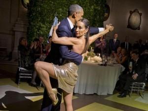 Thế giới - Obama lúng túng nhảy tango với vũ nữ chuyên nghiệp