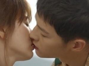 """Phim - 4 nụ hôn như mơ của Song Hye Kyo trong """"Hậu duệ"""""""