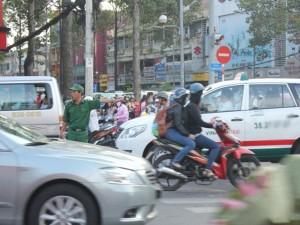 An ninh Xã hội - Nữ thanh niên xung phong đạp ngã kẻ cướp