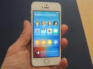 Video trên tay iPhone SE giá 8,9 triệu đồng