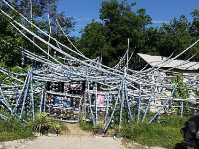Dị nhân dùng hàng nghìn vỏ lon bia trang trí nhà