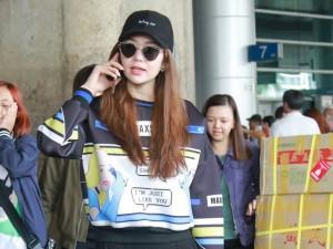 """Minh Hằng diện phong cách """"chất lừ"""" ở sân bay"""
