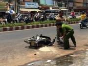 Video An ninh - Hai nữ sinh viên bị tạt axit giữa phố ở Sài Gòn