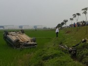 Tin tức trong ngày - Xế hộp tông xe máy bay 10m, 2 người thương vong