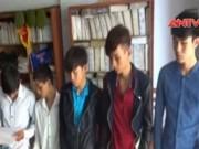 Video An ninh - Khởi tố 11 côn đồ đuổi chém người trong quán net