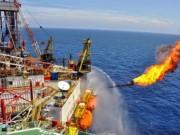 """Tài chính - Bất động sản - Giá dầu tụt dốc, thu ngân sách từ dầu thô """"hụt"""" 50%"""
