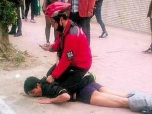 """Thế giới - TQ: """"Đen đủi"""" gặp cao thủ kungfu, cướp bị lột quần tại chỗ"""