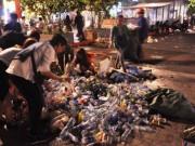 """"""" Biển người """"  xối  """" biển rác """"  sau đêm giao thừa ở Sài Gòn"""