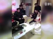 Bạn trẻ - Cuộc sống - Clip cô dâu hủy hôn ngay trong đám cưới vì lý do gây sốc