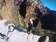 """""""Thánh sống ảo"""" quay clip chạy trên vách núi để nổi tiếng"""