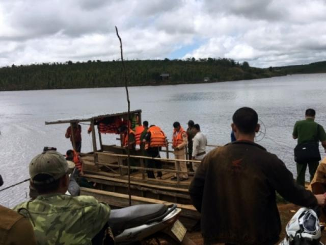 Lật thuyền chở 18 người: 2 người chết, 1 người mất tích
