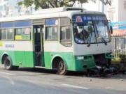 Tin tức trong ngày - Va chạm xe buýt, ông chết, cháu nội nguy kịch