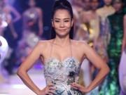 Thời trang - Thu Minh mặc đầm quây ngực sexy lấn át dàn mẫu Việt